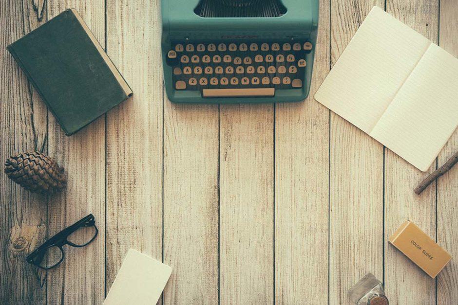 biurko pracownika agencji reklamowej online